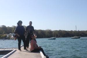 Duduk dan berfoto di Dermaga menjadi pilihan utama ketika berkunjung ke Lake Macquarie